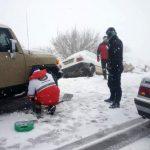 امدادرسانی به گرفتارشدگان در برف و کولاک منطقه تاراز خوزستان