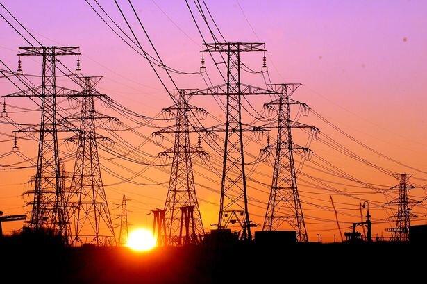 سخنگوی صنعت برق در جنوب غرب کشور خبر داد:شکسته شدن رکورد مصرف برق در کشور/تامین برق برای خوزستان از شبکه سراسری